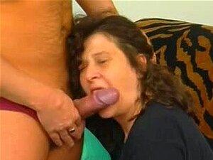 Amaterski seks zrele s dobi kurva sise ovjese, crnka beba zabavlja sa suprugom kako je igra s njene velike sise, bradavice i pički lijepa u dobi.